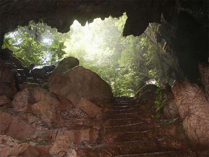 Cueva y túneles subterráneos hallados bajo la Pirámide de la Luna en Teotihuacán