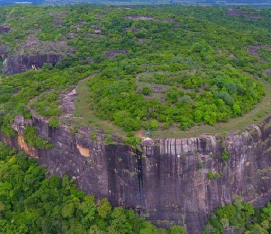 Hallan antiguo código astronómico en una montaña «alienígena» de Sri Lanka