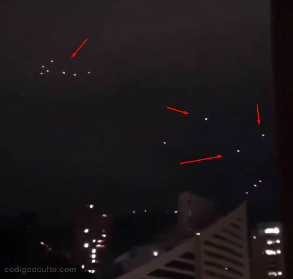 Extraños objetos luminosos sorprenden a residentes en Medellín, Colombia