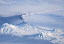 Volcán «renace» en Rusia y es observado por científicos por primera vez