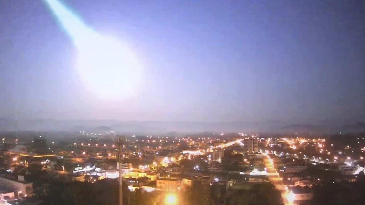 Meteoro causa enorme explosión en el cielo de Rio Grande do Sul en Brasil (VÍDEO)
