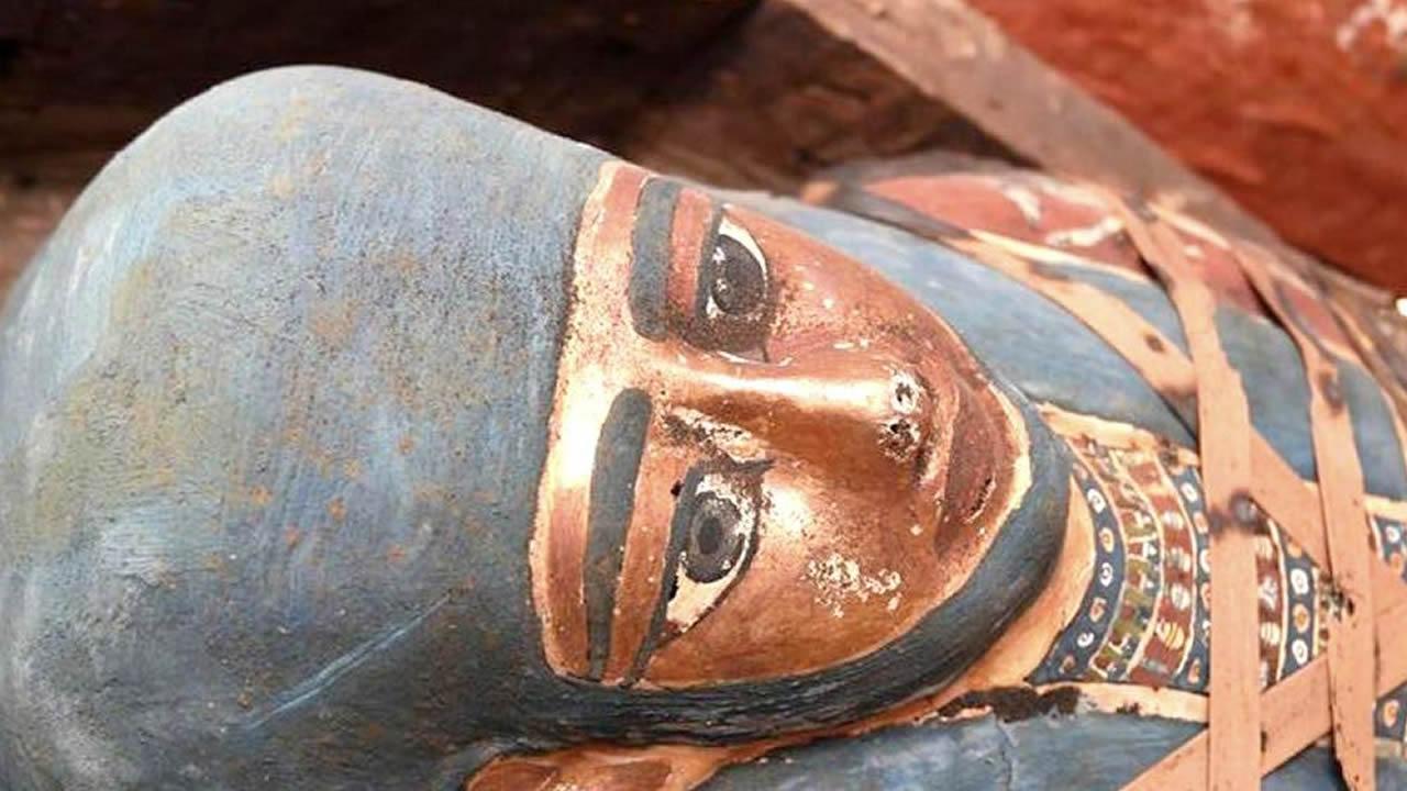Descubren más de 80 sarcófagos sellados de 2.500 años en Saqqara, Egipto