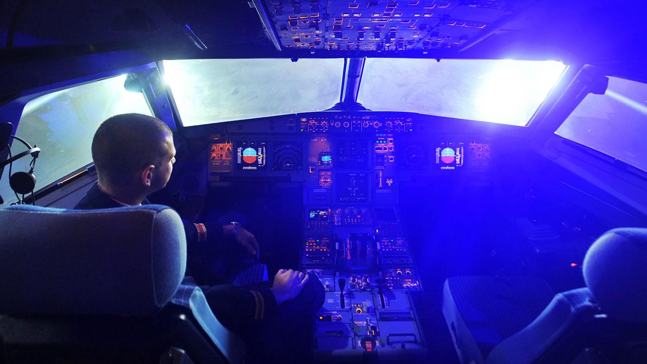 Avión de pasajeros estuvo a punto de chocar con un OVNI durante aterrizaje en Reino Unido
