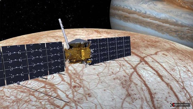Europa, luna helada de Júpiter, brilla en la oscuridad