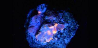 Hackmanita: roca brilla naturalmente en la oscuridad, y ahora descubren cómo