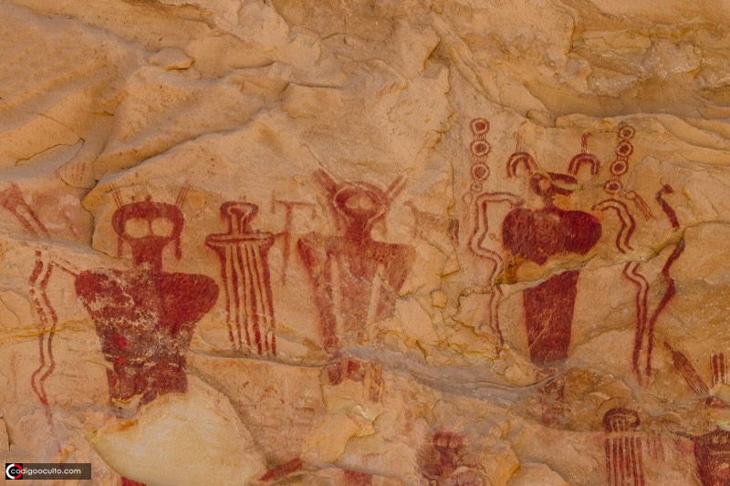 Enigmáticos petroglifos de 8.000 años revelan seres desconocidos en Sego Canyon, Utah