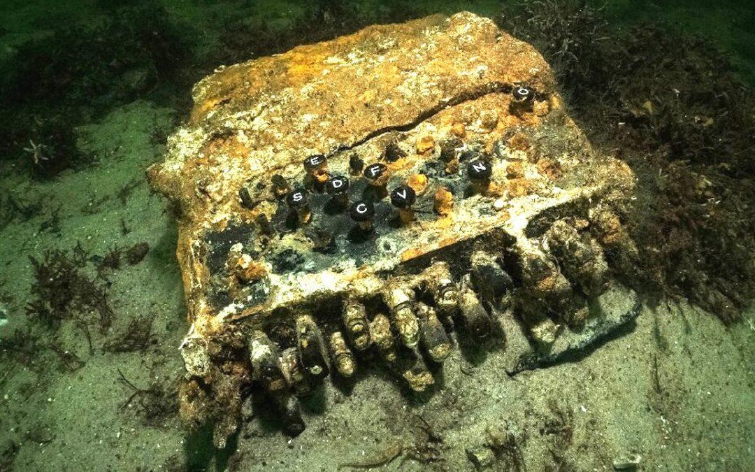 Buzos descubren máquina «Código Enigma» Nazi en el fondo del Mar Báltico