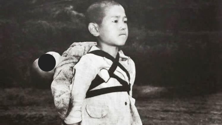 La Historia del niño que cargaba a su hermanito fallecido en la Segunda Guerra Mundial