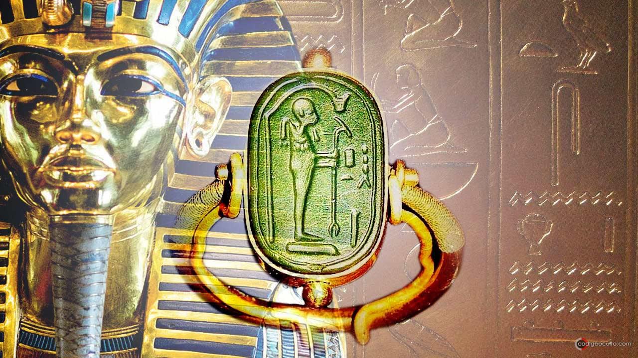 El anillo alienígena hallado en la tumba de Tutankamón