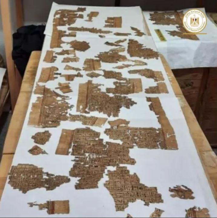 Hallan pergamino del «Libro de los Muertos» en antiguo tempo funerario en Egipto