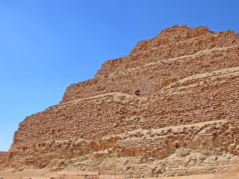 Pirámide oculta en Saqqara: descubrimiento cerca de la Pirámide más antigua de Egipto