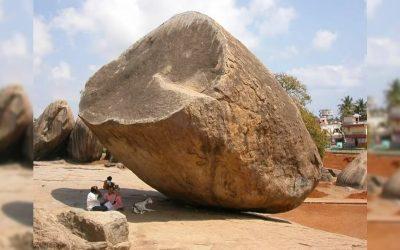 La misteriosa y enorme piedra «divina» en Mahabalipuram, India