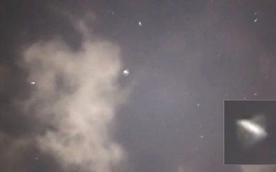 Enjambre de objetos desconocidos son grabados en cielo de Polonia (VÍDEO)