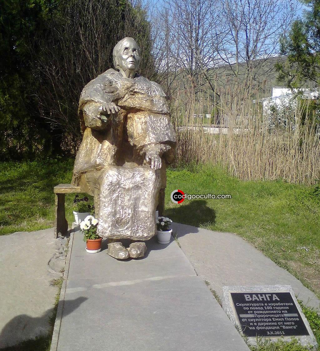 Escultura de Baba Banga en Rupite, Bulgaria.