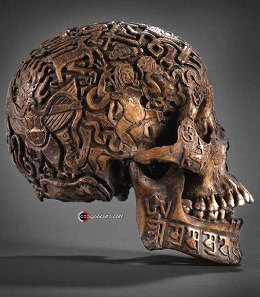 Otra vista de la calavera tallada del Tíbet
