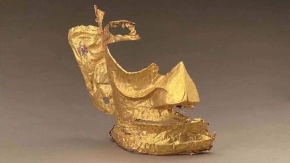 Máscara de oro hallada en China