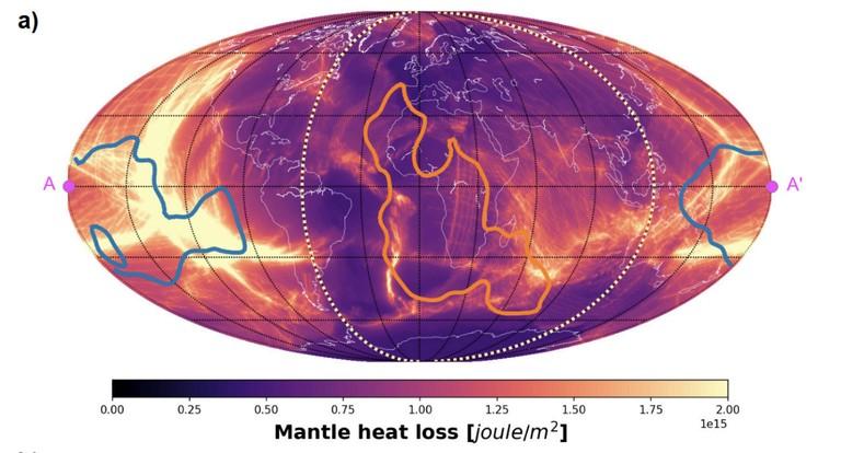 Pérdida de calor acumulada en el manto (oceánico + continental) durante los últimos 400 millones de años. Las regiones por encima del Pacífico y las provincias grandes de baja velocidad de corte de África se muestran con líneas azules y naranjas. Los meridianos discontinuos de colores claros indican la separación de los hemisferios pacífico y africano