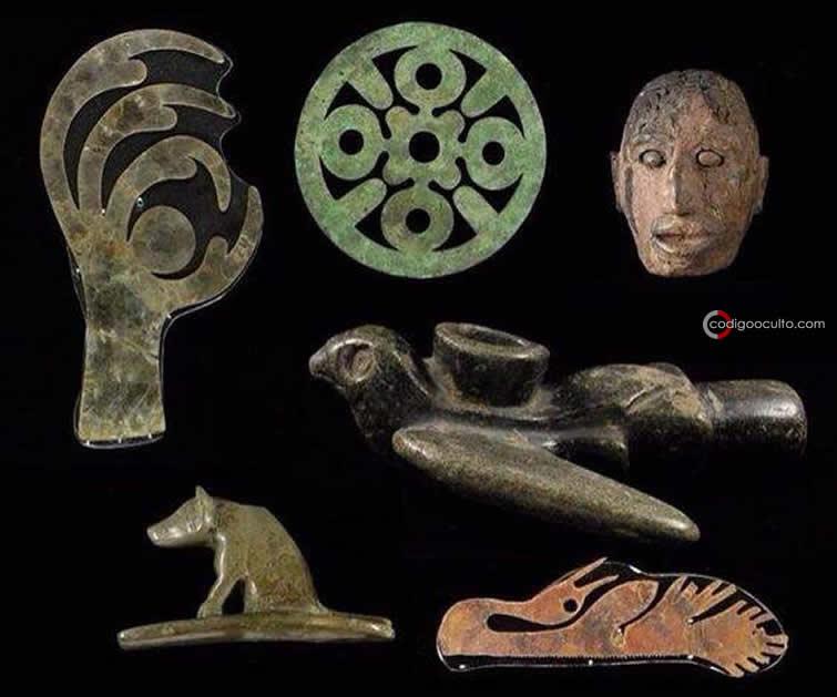 Algunos artefactos de cobre realizados por la gente de la cultura Hopewell hace más de 2.000 años