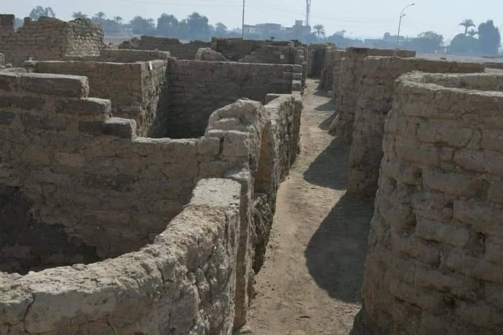 Los arqueólogos catalogaron el hallazgo como «la ciudad antigua más grande» jamás descubierta en Egipto.