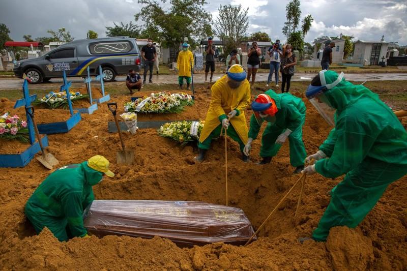 Desde el inicio de la pandemia, el coronavirus dejó más de 360.000 muertos en Brasil