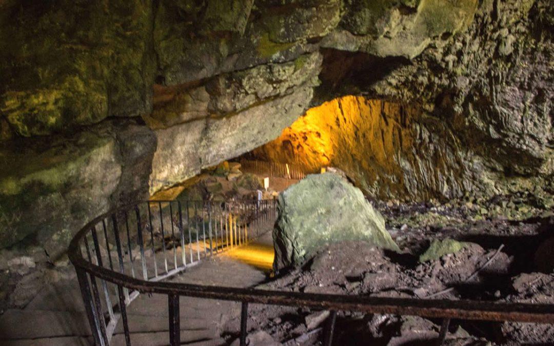 Cueva Dunmore de Irlanda: presencia vikinga y oscura reputación