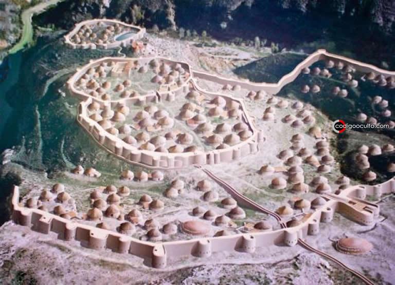El poblado amurallado de la Edad del Cobre de Los Millares en la Península Ibérica es un ejemplo emblemático del periodo chalcolítico