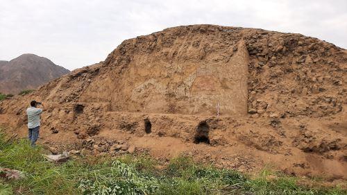 Estructura antiguas halladas en el lugar cercano al antiguo mural en Virú, La Libertad, Perú