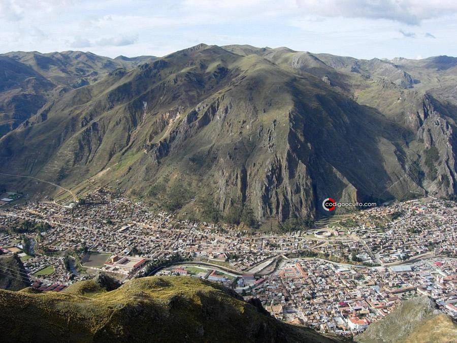 Panorámica de Huancavelica, dejando ver las montañas
