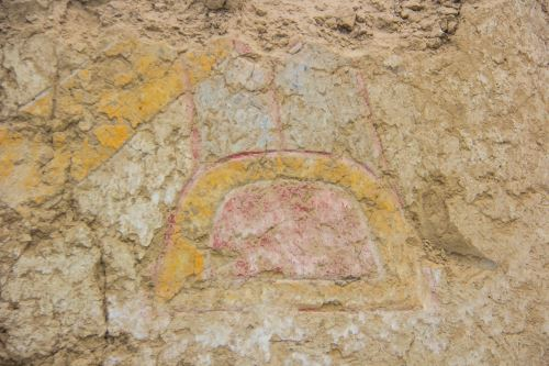 Mural antiguo en honor al dios araña hallado en Virú, La Libertad, Perú.