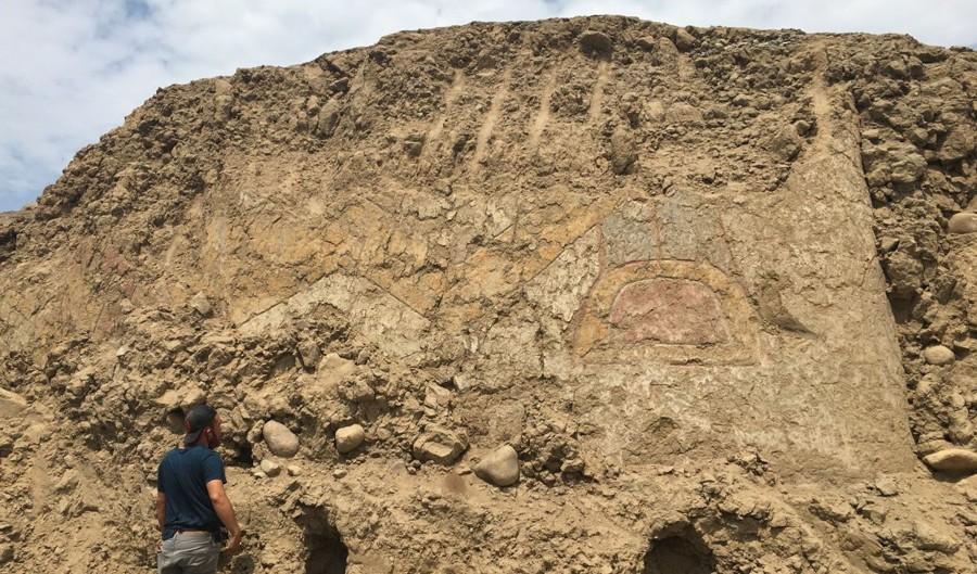 Los arqueológos Régulo Franco y Feren Castillo hicieron las labores de campo en observación del mural encontrado en La Libertad, Perú