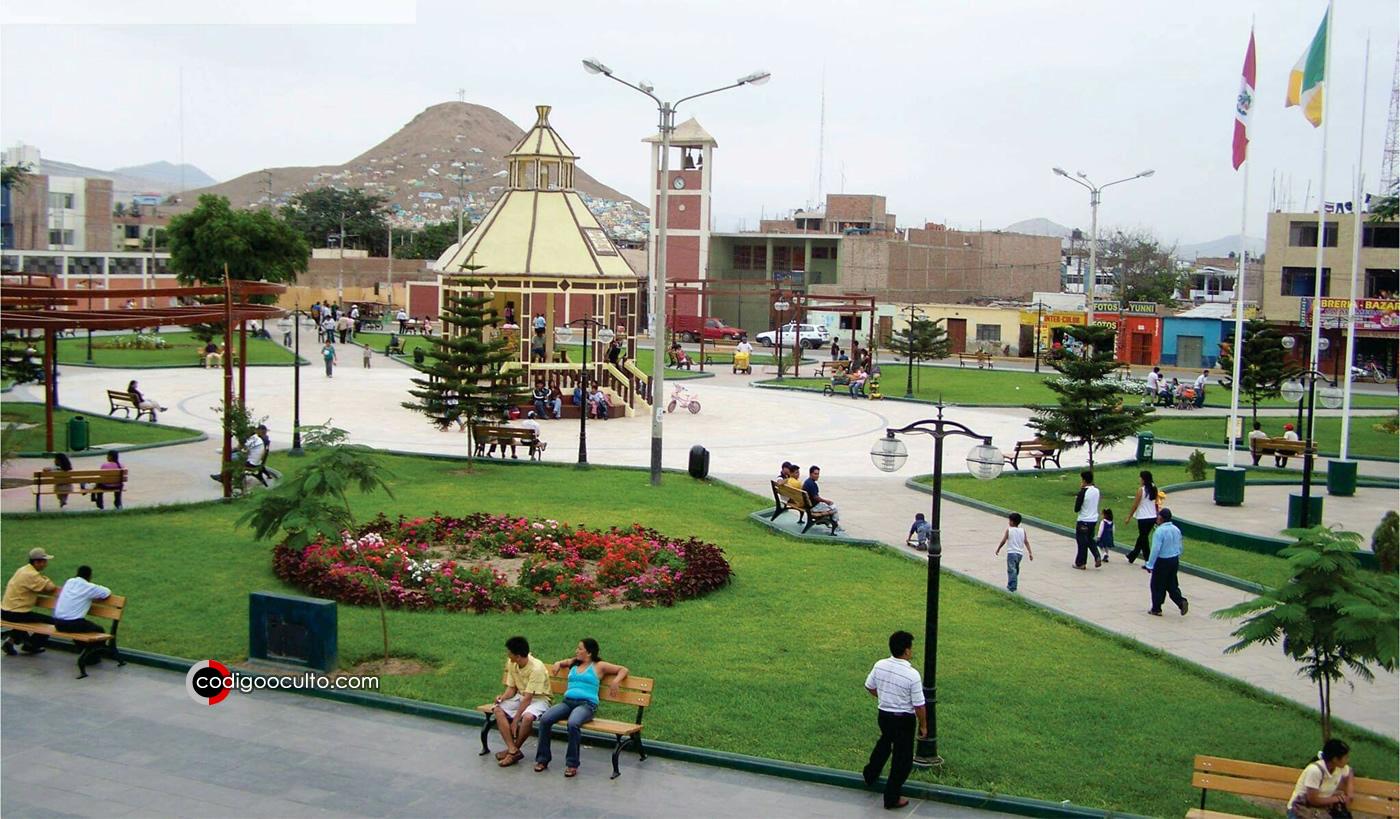 Plaza Mayor de la localidad de Virú, La Libertad, Perú