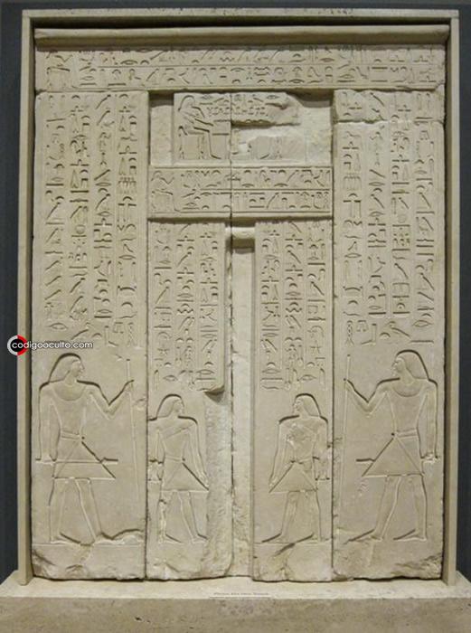 La puerta estaba decorada con jeroglíficos que narraban muchos datos del difunto