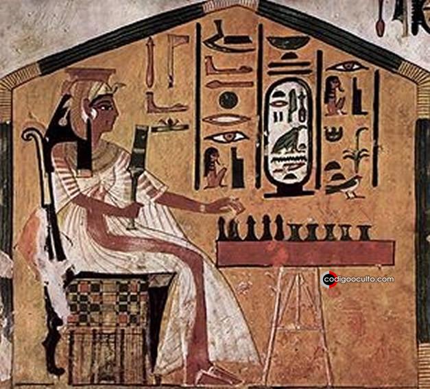 La reina egipcia Nefertari jugando al senet. Pintura en su tumba (siglo XIII a. C.)