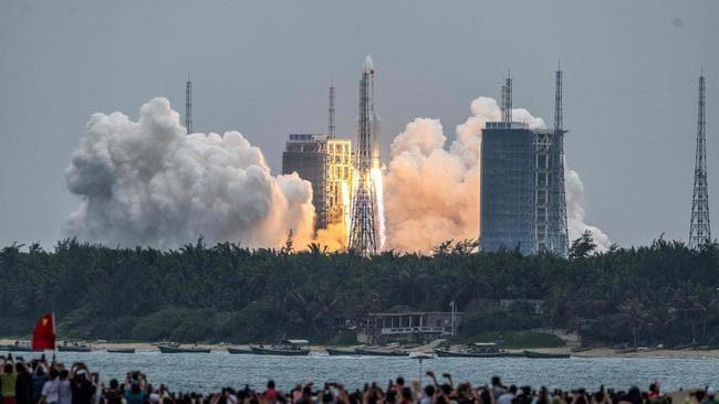 Lanzamiento del cohete Long March 5B, que transporta el módulo central de la estación espacial Tianhe de China, el 29 de abril de 2021