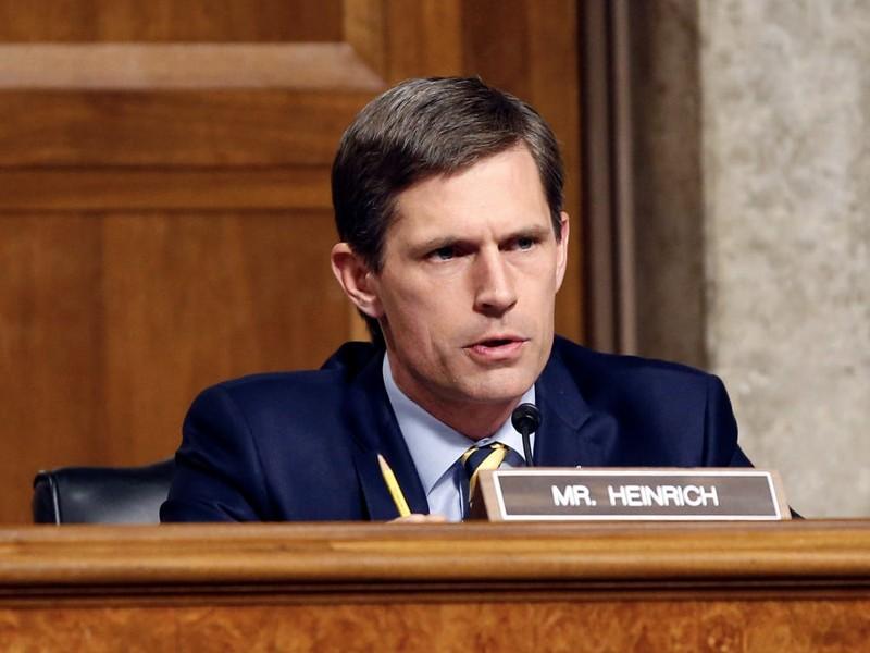Senador Martin Heinrich durante una audiencia de 2016 en Capitol Hill