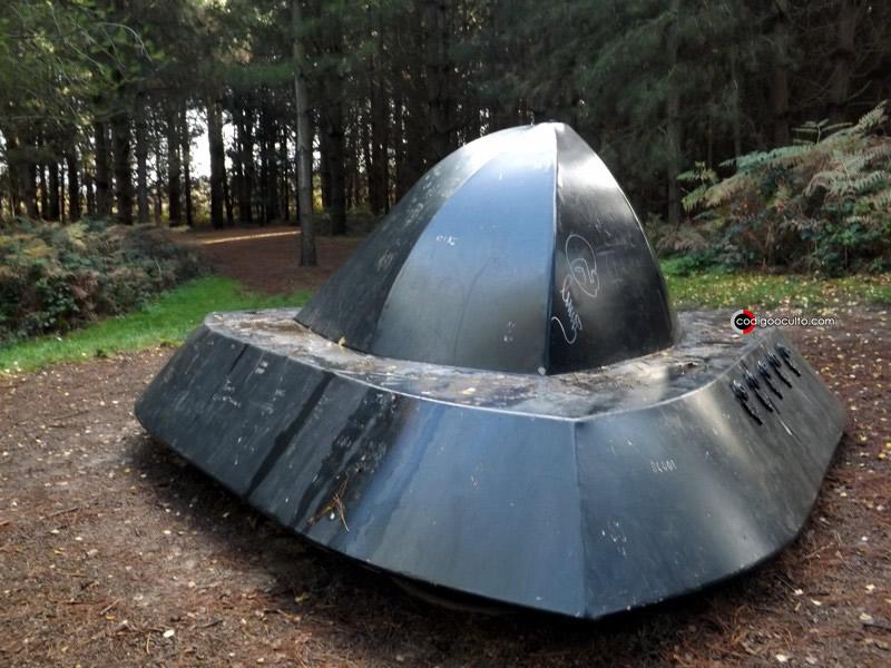 Representación de uno de los OVNIs vistos en el bosque de Rendlesham por los testigos militares. Incluso el testimonio dice que una de las personas llegó a tocar la supuesta nave.