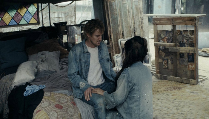 La película Bliss presenta, de una forma mas humana, la posibilidad de que el mundo sea una simulación.