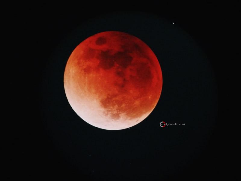 Eclipse lunar total