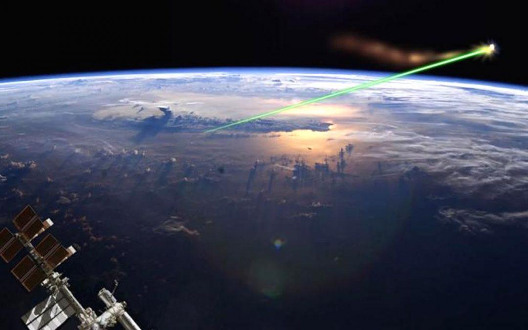 Un gran fragmento de basura espacial se precipita hacia la Tierra