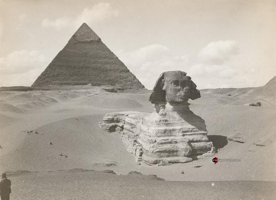 Las Gran Pirámide de Giza junto a la Esfinge
