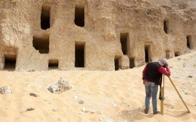 Hallan 250 tumbas de hace 4.200 años en Egipto con restos humanos y jeroglíficos