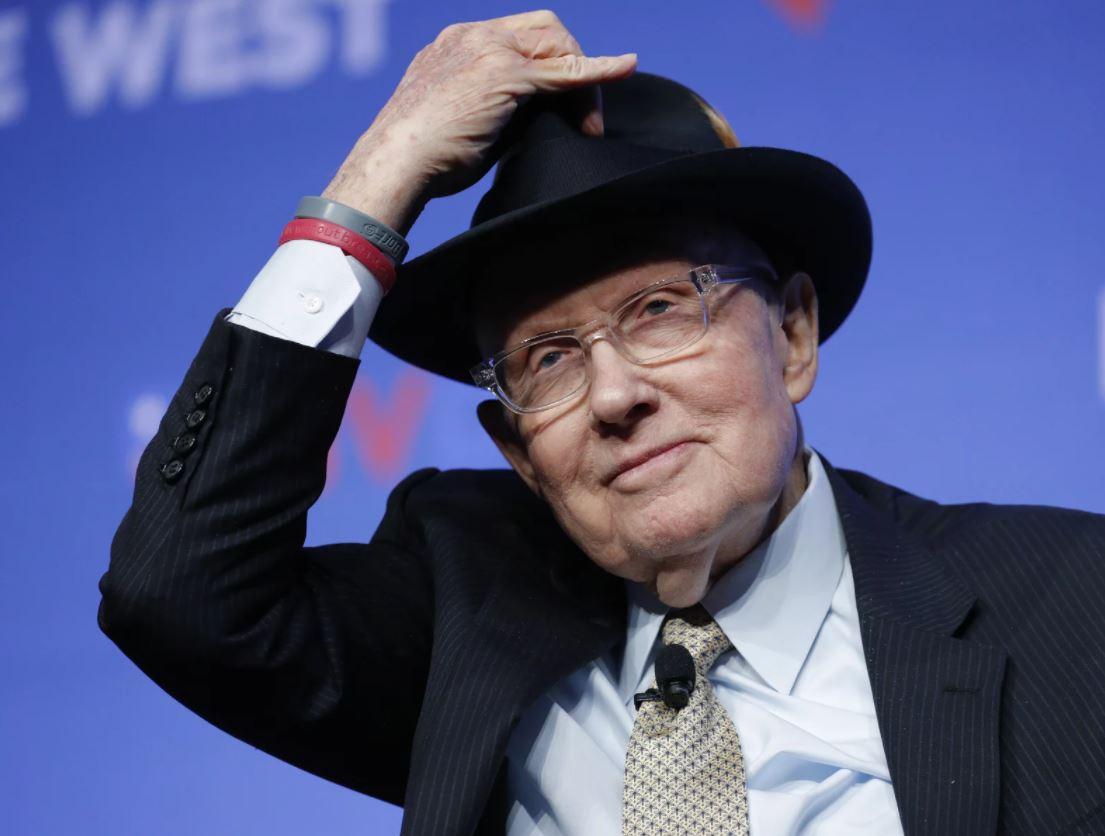 Harry Reid, ex senador de EE. UU. y personaje destacado en el fenómeno OVNI