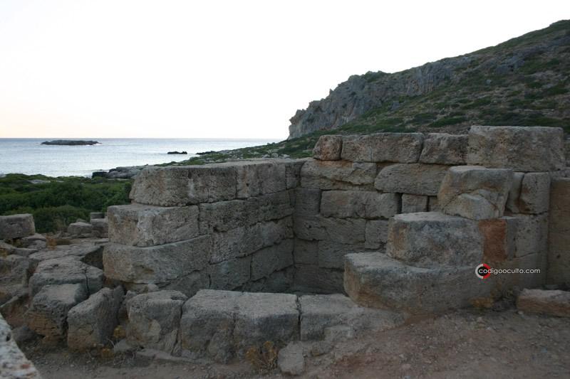 Restos de una torre hallados en Falasarna, antigua ciudad de Creta