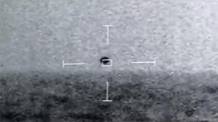 El objeto esférico que voló cerca del barco USS Omaha de la Armada de EE. UU.