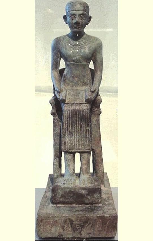 Imhotep sumo sacerdote de Heliópolis, y constructor de la primera pirámide, Saqqara
