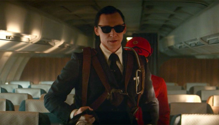 Loki aparece como D. B. Cooper, «sugiriendo» una explicación al misterio de su desaparición