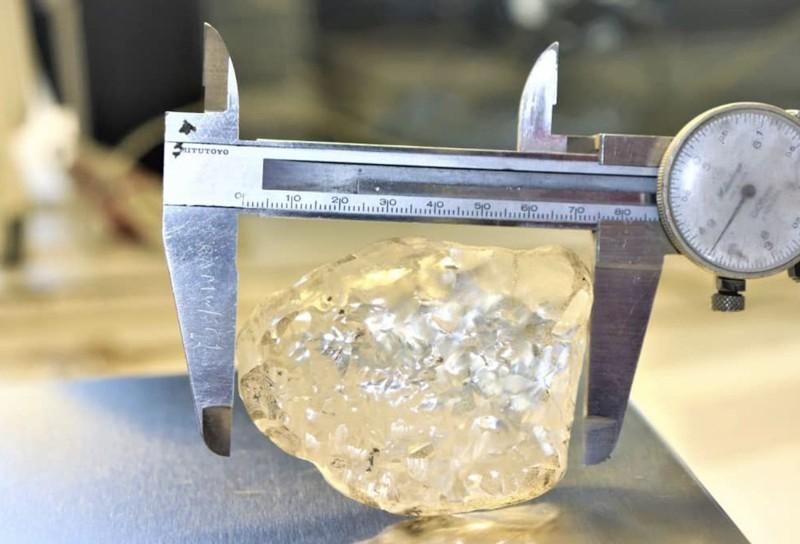 """El diamante """"Lesedi La Rona"""" de 1.098 quilates fue desenterrada en Botswana el 1 de junio"""