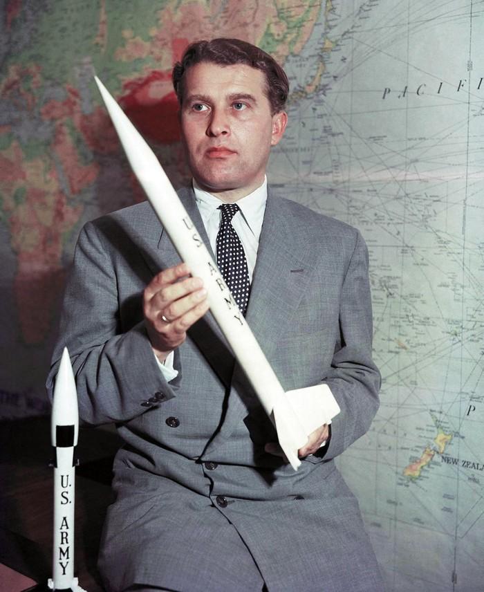 Wernher von Braun fue un excepcional divulgador, que logro masividad popular, alcanzando enorme popularidad en su época