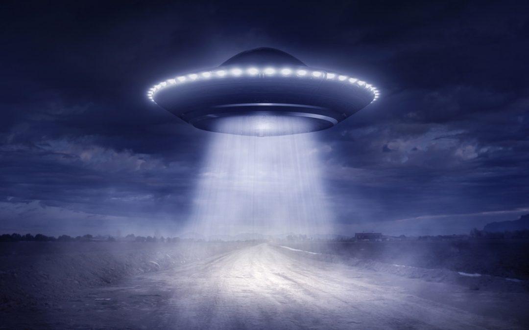 """Pentágono tendría un video OVNI de 23 minutos """"extremadamente claro"""" mostrando múltiples naves, revela informante"""