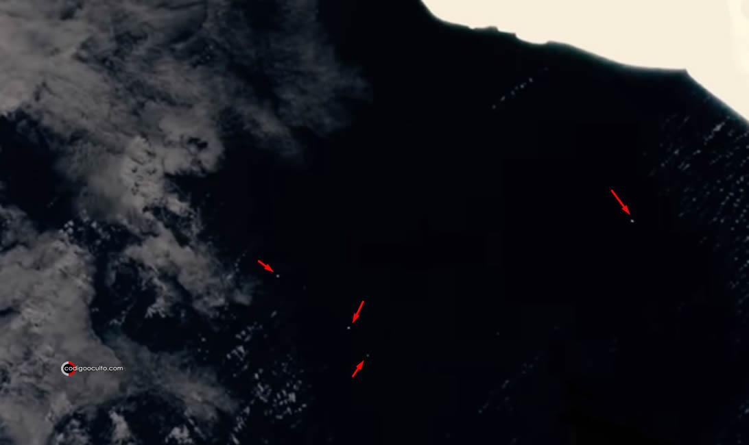 Varios objetos cruzan al mismo tiempo ante las cámaras de transmisión en vivo de la ISS